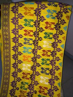 songket lombok 45-50cm  X 180-190cm handwoven fabric available at @jeges_jeges contact #0811882996  #jeges  #tenun #songket #lombok #handwoven #indonesia #textile #fashion #fabric #nofilter