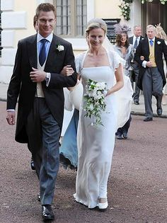 July 2008 – Wedding of Lady Rose Windsor, younger daughter of HRH The Duke of Gloucester to George Gilman, at the Queen's Chapel in St. James's, Palace, London. Famous Wedding Dresses, Royal Wedding Gowns, Royal Weddings, Rose Wedding, Wedding Bride, Royal Christmas, Palace London, British Royal Families, Royal Queen