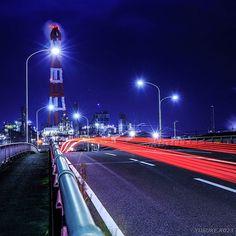 Instagram【yusuke.k023】さんの写真をピンしています。 《正月休みボケも終わり、明日は休みなのに雨なんて😥 ここのポイントはまだまだいいのが撮れてないので、跨線橋萌えを極めに行きたい! 撮影地:三重県四日市市 #工場夜景 #夜景 #四日市コンビナート #レーザービーム #longexposure_shots #longexposure_japan #wu_japan #jp_gallery #team_jp #ptk_night #factory_shotz #factorynightview #loves_nippon #lovers_nippon #nightview #nightphotography #ig_nightphotography #写真好きな人と繋がりたい》
