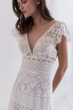 Off white wedding dress made from Chantilly French lace decorated with ruffles on the bustier Off White Wedding Dresses, Bridal Wedding Dresses, French Lace, Dress Making, Bohemian Style, Ball Gowns, Vintage Fashion, Couture, Fashion Design