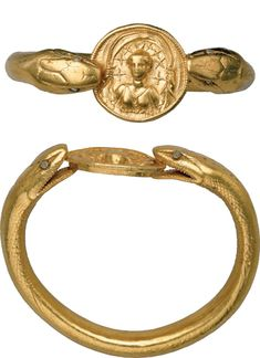 Pompeii - A bracelet weighing more than a pound, composed of a two-headed snake holding a medallion depicting the moon goddess Selene, gives the House of the Golden Bracelet its name. Snake Bracelet, Snake Jewelry, Pompeii And Herculaneum, Pompeii Italy, Roman Jewelry, Gold Medallion, Serpent, Square Rings, Moon Goddess