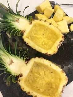 how to cut a pineapple into a fruit bowl; tropical fr… how to cut a pineapple into a fruit bowl; fruit appetizer for a party Watermelon Fruit Bowls, Watermelon Carving, Rainbow Fruit, Fruit Kabobs, Fruit Salad, Fruit Dishes, Fruit Platters, Pineapple Bowl, Fruit Appetizers