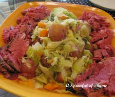 Corned Beef And Cabbage - Dutch Oven Directions Dutch Oven Corned Beef, Baked Corned Beef, Cooking Corned Beef, Corned Beef Recipes, Meat Recipes, Chicken Recipes, Recipies, Dutch Oven Cooking, Dutch Oven Recipes