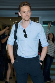 Tom Hiddleston meets fans as he arrives at Incheon International Airport on October 13, 2013 in Incheon, South Korea [HQ]