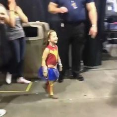 Mother is moved to tears after her daughter meets Wonder Woman