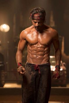 Shah Rukh Khan did extremely well for his upcoming movie Happy New Year, as in the movie he will be showing his unbelievable 8 Pack Abs. Well, if you guys really wanna see his sexy 8 Pack Abs then just have a look below. Happy New Year Film, Happy New Year 2014, Shahrukh Khan, Shah Rukh Khan Movies, Bollywood Stars, Bollywood News, Movies Bollywood, Indian Bollywood, Bollywood Fashion