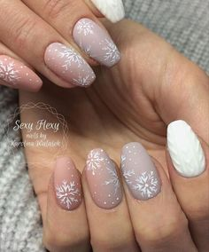 snow nails christmas winter manicure dusty pink Christmas Nail Designs, winter n. - New Ideas Cute Christmas Nails, Christmas Manicure, Christmas Nail Art Designs, Xmas Nails, Winter Nail Designs, Holiday Nails, Pink Christmas, Winter Christmas, Snow Nails