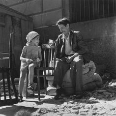 Robert Capa: Young girl at refugee transit center, Barcelona, 1939