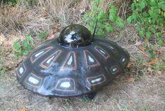 亀に見えるロボット(robot that look like a turtle)。アメリカに拠点を置くSuperDroid Robots Inc.が開発したロボットの一つ。同社に注文すれば野生動物を撮影する亀似のロボットも手に入る。