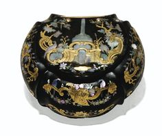 A TORTOISESHELL, GOLD AND MOTHER-OF-PEARL PIQUÉ SNUFFBOX, PARIS, CIRCA 1735-40