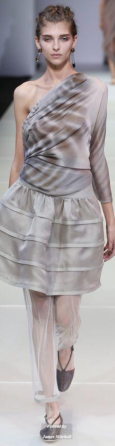 + наивный романтизм + драма Giorgio Armani Collection Spring 2015 Ready to Wear