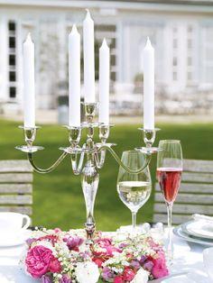 Tischdeko:  Kerzenständer mit Blumenkränzen