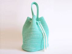 Crochet pattern for a drawstring bag. Practice tapestry crochet, pattern includes chart with symbols, images, written instructions - Herzlich willkommen Crochet Shell Stitch, Bead Crochet, Free Crochet, Crochet Handbags, Crochet Purses, Crochet Bags, Crochet Drawstring Bag, Cotton Cord, Crochet Purse Patterns