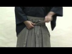There are many ways for men to tie hakama. First, the obi is tied in a special…