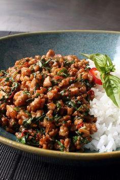 Spicy Thai Basil Chicken (Pad Krapow Gai) - The Best Asian Recipes Asian Recipes, Great Recipes, Healthy Recipes, Ethnic Recipes, Healthy Food, Spicy Food Recipes, Thai Basil Recipes, Healthy Thai Recipes, Asian Dinner Recipes