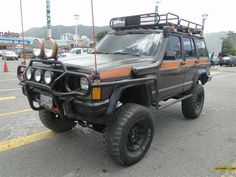 Xj. So much about this Jeep. I like the rack a lot, and the orange detail is awesome. The brush guard is just there to hold lights.