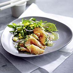 Saumon façon gravelax et sa salade asiatique Chicken, Meat, Food, Salmon, Asian, Salad, Hoods, Meals, Kai