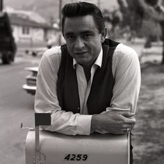 Admirable RockAbilly boy — Johnny Cash, Los Angeles, 1960 by Don Hunstein Johnny Cash June Carter, Johnny And June, Outlaw Country, Country Music, Rockabilly Boys, Johnny Cash Museum, Carter Family, Youre Mine, Music People