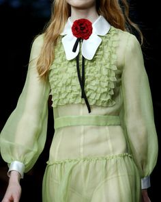 Gucci Spring 2016 Ready-to-Wear Fashion Show - Gucci Spring - Ideas of Gucci Spring. - Gucci Spring 2016 Ready-to-Wear Fashion Show Details Elizabeth M. Gucci Fashion, Moda Fashion, Runway Fashion, High Fashion, Fashion Show, Haute Couture Style, Couture Mode, Couture Fashion, Looks Style