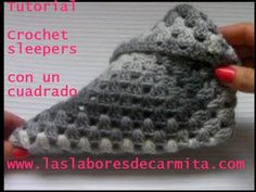 Crochet sleepers a partir de un cuadrado - YouTube Crochet Slipper Pattern, Crochet Poncho Patterns, Crochet Stitches, Knit Crochet, Fingerless Gloves Knitted, Crochet Gloves, Knitted Slippers, Festival Poncho, Crochet Gifts