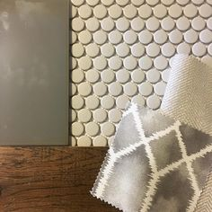 The warmth happening in this bathroom though #bathroomdesign #Interiordesign #interiordesigner #kidsbathroom #pennyrounds #subwaytile #floortile #showertile #bathroomtile #romanshades #woodtones #ceramic #warmth #reaidentialdesign #textures #patterns #materials #polishednickels