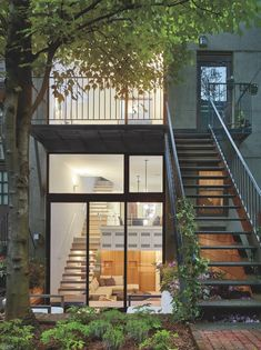 Sunken living spaces with views of the garden in a slim townhouse converted from a triplex in Chelsea, Manhattan, New York City Design Villa Design, House Design, Indoor Outdoor Living, Outdoor Spaces, Interior Desing, Interior Decorating, Decorating Ideas, Interior Stairs, Minimalist Home Decor