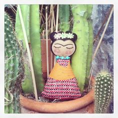 Frida Kahlo Doll That's it, I have got to make one.
