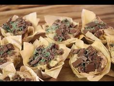 Resep: Peppermint Crisp-pakkies | Maroela Media South African Dishes, South African Recipes, Ethnic Recipes, Melktert, Peppermint Crisp, Something Sweet, Desert Recipes, Afternoon Tea, Chicken Recipes