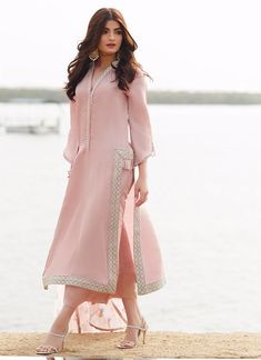 Simple Pakistani Dresses, Pakistani Fashion Casual, Indian Fashion Dresses, Pakistani Dress Design, Indian Designer Outfits, Pakistani Outfits, Designer Dresses, Indian Outfits, Stylish Dress Designs
