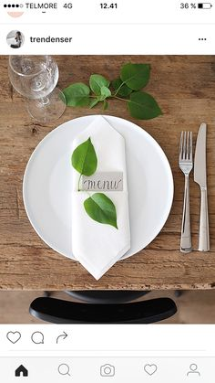 Artistic fold with added greenery Table Setting Inspiration, Entertainment Table, Napkin Folding, Dinner Sets, Deco Table, Menu Cards, Summer Parties, Event Decor, Tablescapes