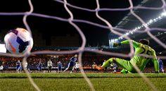 Eden Hazard scores a penalty on Hugo Lloris; Chelsea 4 Tottenham 0 (8/3/2014)