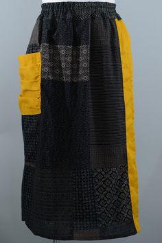 黄色いラインをアクセントに入れたロングスカートです。綿素材なのでお洗濯も簡単に出来て、ウエストもゴム入りで着心地もとても楽なスカートです。薄手の生地ですので春... ハンドメイド、手作り、手仕事品の通販・販売・購入ならCreema。