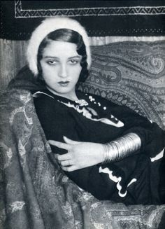 This 20's style. Beret and an arm full of bracelets. Renée Perle