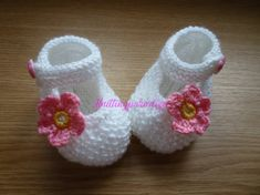 White Knit Baby boots knit girls boots knit by Knittingparadize Knitted Baby Boots, Crochet Baby Shoes, Crochet Baby Booties, Crochet Yarn, Crochet Teddy, Baby Boy Knitting Patterns, Baby Knitting, Baby Patterns, Crochet Patterns