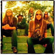 i can't even tell y'all how much i love blackberry smoke. they're amazing in concert.