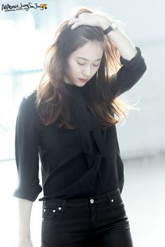 Krystal Jung Fashion, Krystal Fx, Black Button Up Shirt, Ulzzang Korean Girl, Korean Girl Fashion, Girls Fashion Clothes, Kpop Outfits, Jessica Jung, Yoona