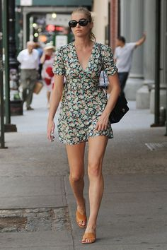 Whether XXS, with a side split or in a slip-dress style, the floral dress is the must-have piece this season. From Emily Ratajkowski to Sienna Miller via Alessandra Ambrosio, see the stars who are flirting with florals. Sienna Miller, Emily Ratajkowski, Alessandra Ambrosio, Robin, Plus Size Skirts, Casual Summer Outfits, How To Look Classy, Outfit Goals, Slip