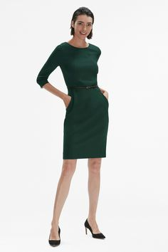 In our humble opinion, every professional woman should own at least one Etsuko. With its wear-everywhere, figure-flattering silhouette, this dress was designed to make your life easier (and considerably more stylish).