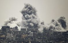 Smoke rises during an Israeli offensive in the east of Gaza City July 27, 2014. A humanitarian truce in the Gaza Strip collapsed on Sunday after a barrage of rockets fired by Palestinian militants was met with fierce Israeli shelling, in a fresh setback to efforts to secure a permanent ceasefire.
