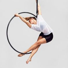 """211 curtidas, 2 comentários - @kateshaw95 no Instagram: """"Another from the @nationalcircus photo shoot with Bertil Nilsson #aerialhoop  copyright: Bertil…"""""""