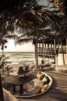 http://i1.wp.com/adelaparvu.com/wp-content/uploads/2014/08/adelaparvu.com-despre-Papaya-PlayaMexic-hotel-eco-Foto-Design-Hotels-17.jpg