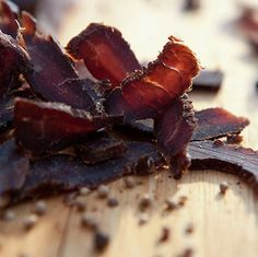 With the increased meat prices, biltong has become more of a delicacy than just a delicious snack these days. More and more biltong lovers have. Paleo Jerky, Beef Jerky, Venison, Meat Recipes, Whole Food Recipes, Jerky Recipes, Recipies, Whole Foods Products, Fresh Products