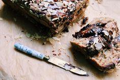 Onko banaanileipä leipä vai kakku? Joka tapauksessa se on ihana aamu- tai välipala. Ja helppo valmistaa myös gluteenittomana!