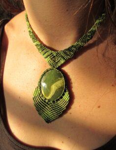 Serpentine makramé nyaklánc kézzel készített természetes Serpentine kő cabochon