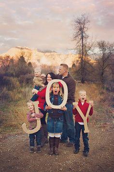 Holiday family pictures. Cute pose for family of 6  by shailynn photography Christmas card ideas ;)