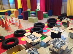 CREATECTURA: Instalación artística para niños en Santander Baby Learning, Learning Spaces, Reggio Emilia, Infant Activities, Preschool Activities, Games For Kids, Art For Kids, Movement Preschool, Kindergarten