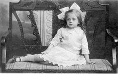 Image via We Heart It https://weheartit.com/entry/338191/via/7873346 #1910s #1916 #blackandwhite #bow #cute #edwardian #GreatWar #littlegirl #wwi #largebow #lateedwardian