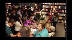 Lançamento do Livro Vozes de paz em tempos de guerra de Sarita Mucinic S...