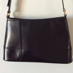 Vintage Etienne Aigner shoulder bag Beautiful vintage hand bag - like new.  No marks on leather inside or out.   Adjustable strap. Etienne Aigner Bags Shoulder Bags