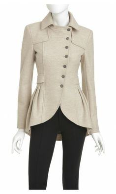 love this coat the seams and collar via @Anna Totten Kellund